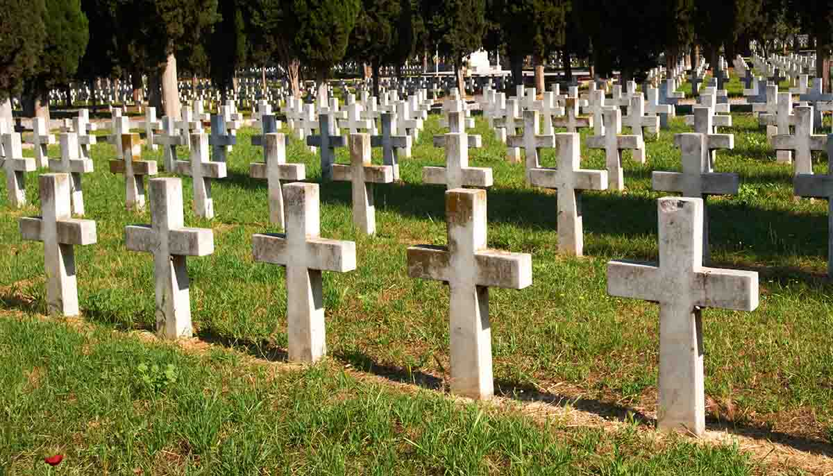 a line of crosses marking graves in an Italian WWI Military cemetery